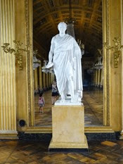 2014.09.07-037 statue dans la galerie de bal