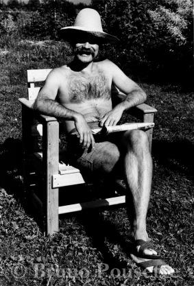 002 - Pappa i solhatt och stol