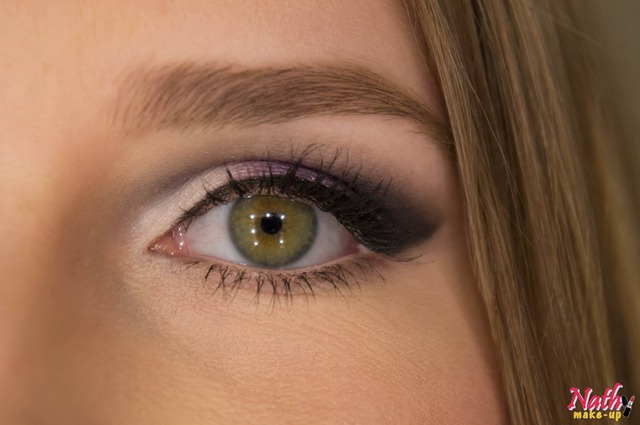 detalhe olhos sombra maquiagem