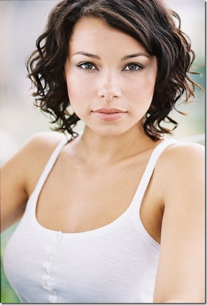Jessica Parker Kennedy Hot