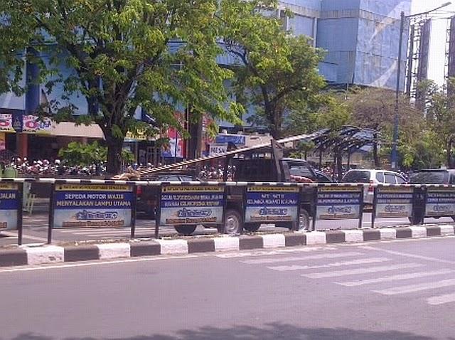 Zebra Cross terhalang pagar di Simpang Lima Semarang 2