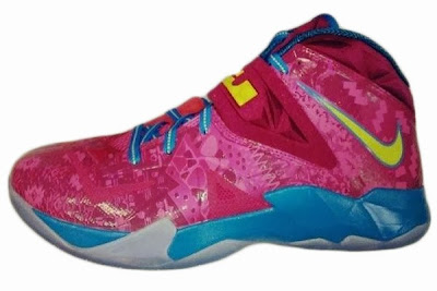 nike zoom soldier 7 gr hyper fuschia 1 01 Nike Soldier VII Hyper Fuschia / Tour Yellow Drops Next Month