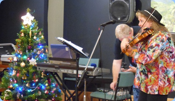 Marian gave us a few virtuosos on her electric fiddle. Amazing music.