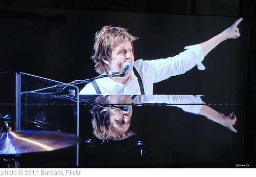 'Paul Mc Cartney im Citi Field Stadion in New York 2009 (television)' photo (c) 2011, Barbara - license: http://creativecommons.org/licenses/by-nd/2.0/