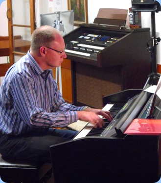Our guest artist, Dave Hallam playing the Club's Yamaha Clavinova CVP-509