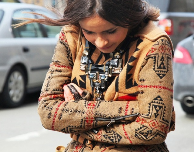 NATIVE-PRINTS-GRAZIA-STREET-STYLE-MIROSLAVA-DUMA-CAPE-WRAP-CARDIGAN-SWEATER-ORNATE-EMBELLISHED-NECKLACE-STATEMENT-FASHION-WEEK-FW-2012