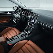 2013-Volkswagen-Golf-7-Interior-2.jpg