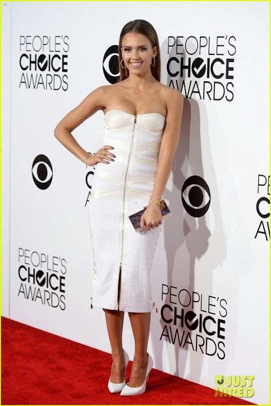 jessica-alba-peoples-choice-awards-2014-red-carpet-01