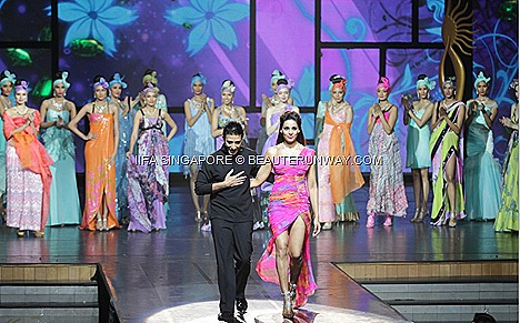 Bipasha Basu Suneet Varma Gitanjali collection IIFA SINGAPORE 2012 ROCKS THE  ESPLANADE FOR BOLLYWOOD JAYPEE GROUP AWARDS BEST INDIAN FASHION MUSIC TECHNICAL CINEMA GREY GOOSE GREEN CARPET