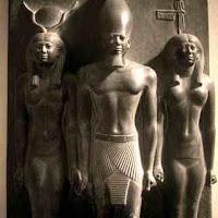 06.- Triada del faraón Micerinos