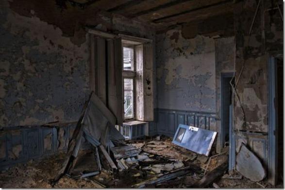 abandoned-castle-belguim-27
