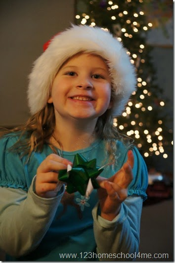 Christmas bow scavenger hunt kids activity