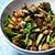Grzyby słomkowe duszone z chińskim selerem i fermentowaną czarną fasolą
