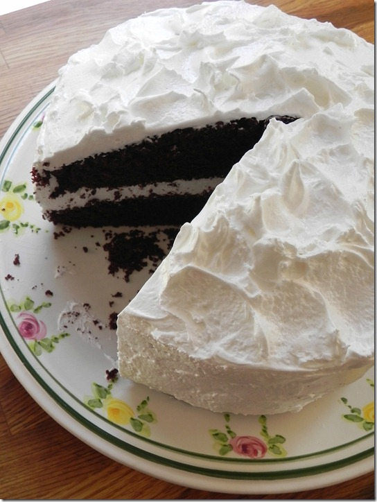 hershey's-perfectly-chocolate-cake-with-fluffy-white-icing-1