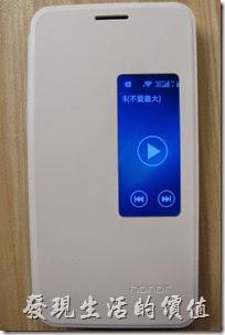 華為榮耀Honor6智慧型手機保護套可以聽音樂控制上下一首歌曲。