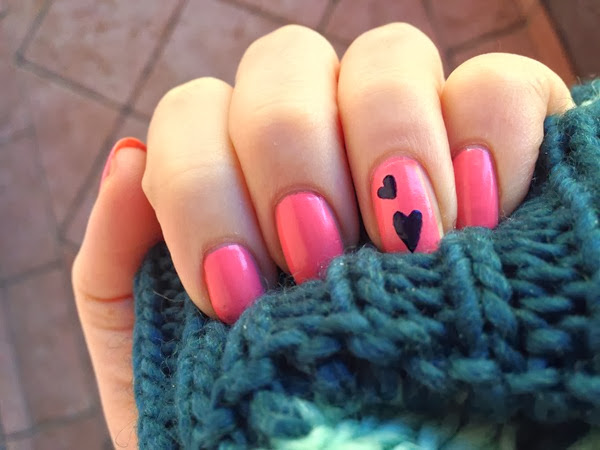 nails_heart_pink_black