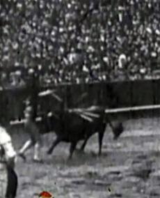 1914-04-22 Sevilla Joselito estocada trompicon 02