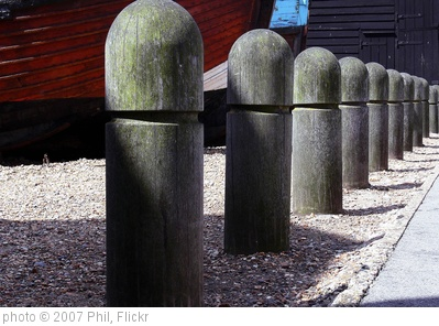 'Wooden Posts' photo (c) 2007, Phil - license: http://creativecommons.org/licenses/by-nd/2.0/