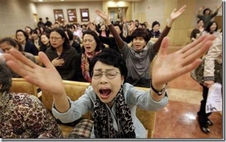 Коллективная молитва корейских христиан против концерта Леди Гага