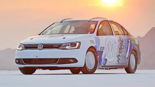 2013-Volkswagen-Jetta-Hybrid-01.jpg