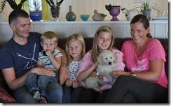 Far  ,Filip , Tuva ,Sara med Hampus og mor