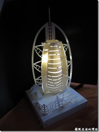 DIY紙箱王的小夜燈紙模型-杜拜帆船飯店