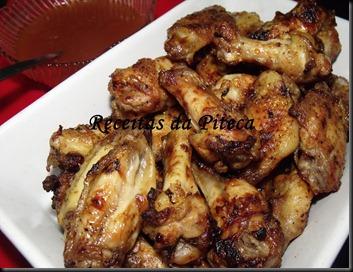 Asas de frango grelhadas estilo oriental-perto