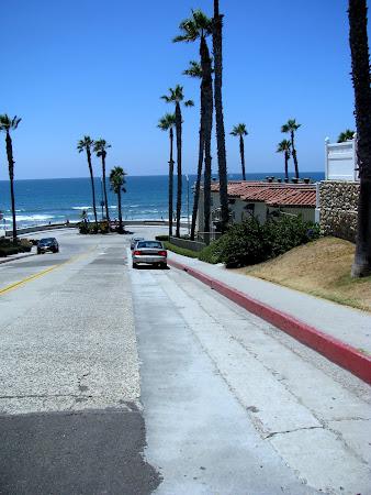 Imagini Oceanside California:. Giratoriu de incapatanati - aici n-ai cui sa-i cedezi