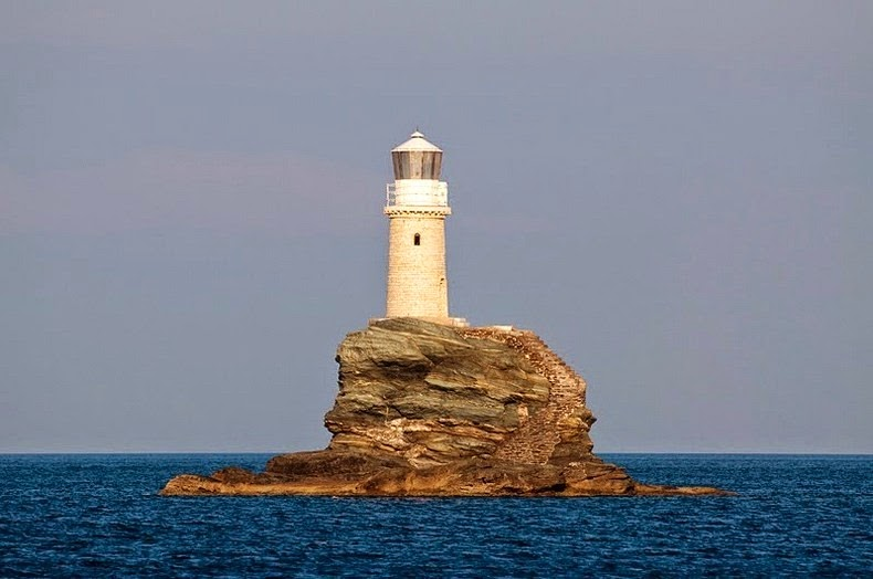 tourlitis-lighthouse-2