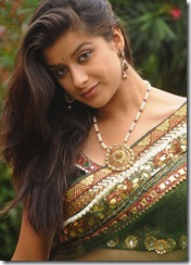 Madhurima_in_saree1