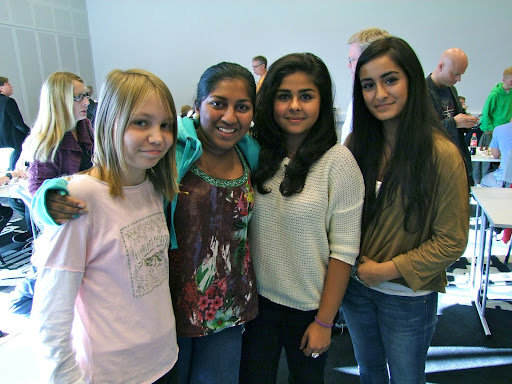 OSSU Girls. Klasse Ungdoms eneste rene jentelag tok en flott 4.plass! Fra venstre Maud Rødsmoen, Jarani Suntharalingam, Kimiya Sajjadi og Anita Gholami.