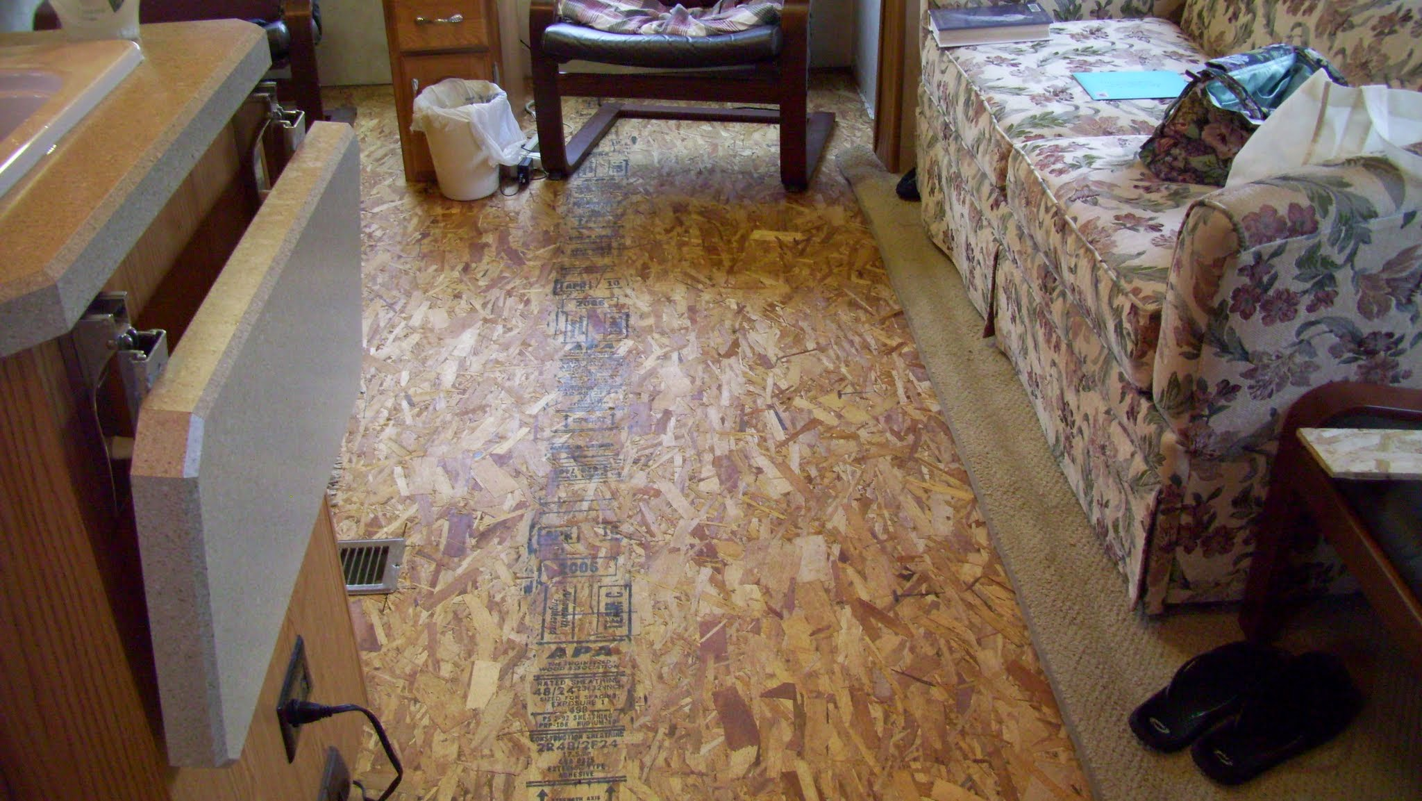 Project installing laminate flooring in living room - Carpet or laminate in living room ...