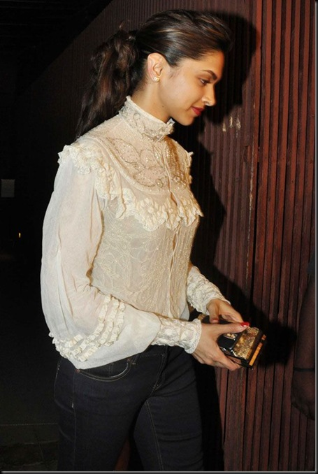 Deepika Padukone at Ranbir Kapoor Birthday Bash6