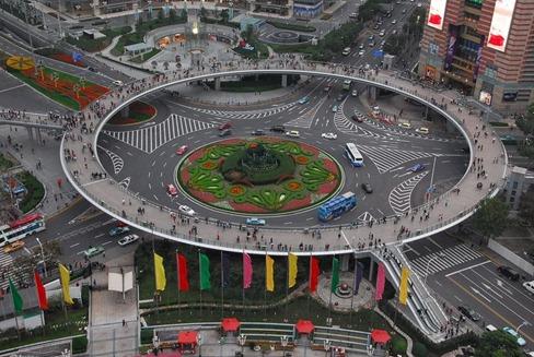 Uniknya-jembatan-melingkar-untuk-pejalan-kaki-di-Shanghai china