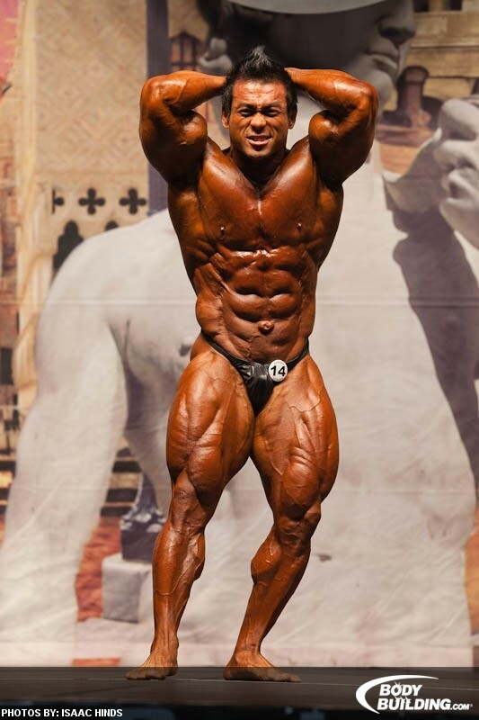Hidetada Yamagishi abdominal and thigh pose