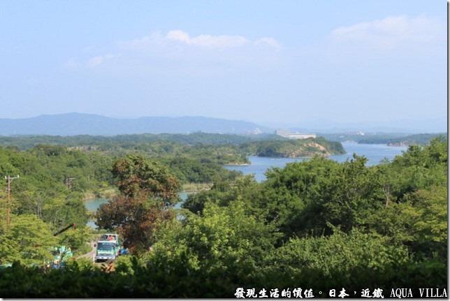 日本伊勢志摩市的近鐵水上別墅飯店(Hotel Kintetsu Aquavilla Ise-Shima),從飯店的地方就可以望見英虞灣的海景,但這樣的地形應該很難下去玩水吧!