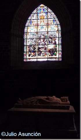 Tumba del rey Sancho VII el Fuerte y Vidriera de la batalla de Las Navas de Tolosa - Roncesvalles