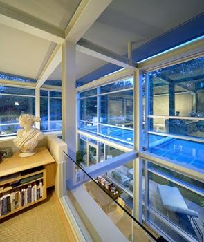 casa-moderna-con-muros-de-vidrio-y-acero