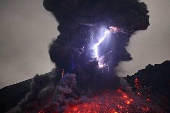 Vulcano em Erupção 07