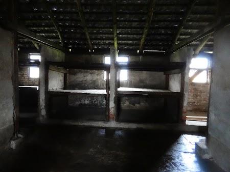 31. Dormitor femei.JPG