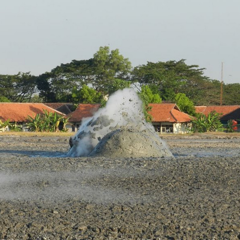 Bleduk Kuwu – Mud Volcanoes in Central Java