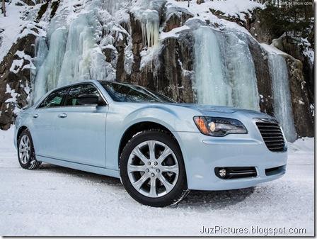 Chrysler-300_Glacier_2013_800x600_wallpaper_03