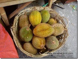 durians_sarawak_market_8