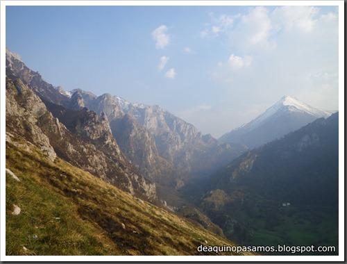 Via Intrusos 350m MD  7a  (6b A0 Oblig) (Alto Les Palanques, Picos de Europa) (Isra) 9110