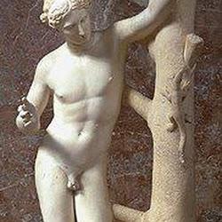 77 - Praxiteles - Apolo sauroctono