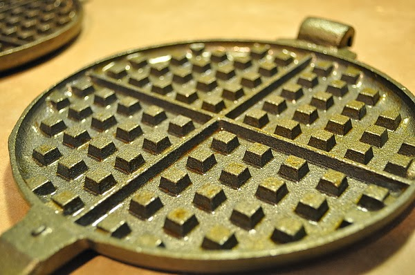 使用全新的Waffle Iron之前,一定要養鍋上油(Seasoning)