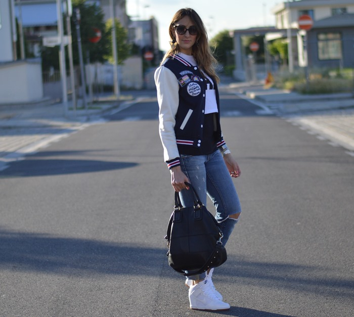 Primark t-shirt, varsity jacket, miss sixty jeans, dior zeli sunglasses, nike sneakers, nike dunk sky high, nike dunk sky high sneakers, givenchy bag, givenchy bugatti bag, fashion blogger, fashion blogger italiane, elisa taviti, my fantabulous world, dior zeli cat eye sunglasses