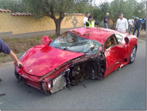Uma Ferrari F430 destruida (9)