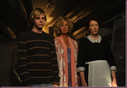 AMERICAN-HORROR-STORY-FX-Home-Invasion-4-550x366