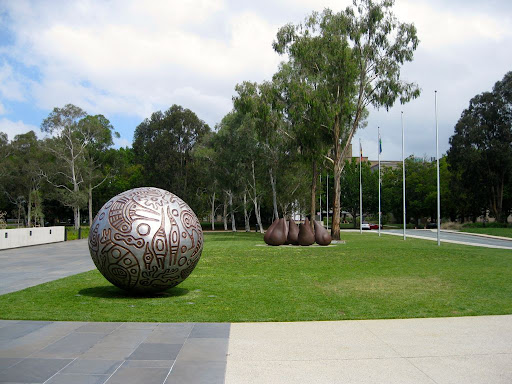 Sculptures-front-lawn-of-the-national-gallery.jpg